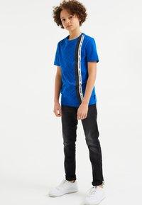 WE Fashion - Slim fit jeans - black - 0