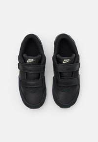 Nike Sportswear - VALIANT - Sneakers laag - black/metallic gold star/white - 3