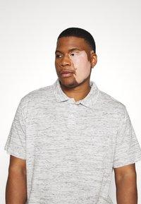 Pier One - Polo shirt - mottled light grey - 3