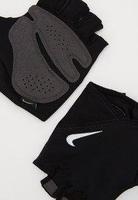 Nike Performance - WOMEN'S GYM ESSENTIAL FITNESS GLOVES - Fingerhansker - black/white - 3