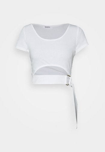 RING FRONT CROP  WITH SHORT SLEEVES AND SCOOP NECKINE