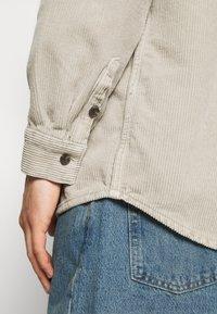 BDG Urban Outfitters - ACID WASH SHACKET - Kevyt takki - stone - 6