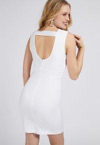 Guess - PATTI DRESS - Shift dress - weiß - 2