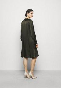 Bruuns Bazaar - BAUME ESTE DRESS - Koktejlové šaty/ šaty na párty - green night - 2