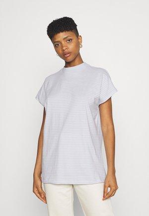 KEELA  - Print T-shirt - blue