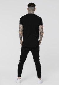 SIKSILK - TAPE GYM TEE - Camiseta estampada - black/rose gold - 2