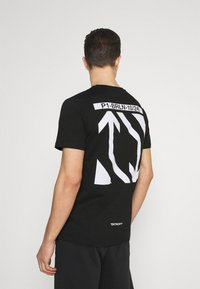 Pier One - CHEST POCKET TEE - T-shirt con stampa - black - 0