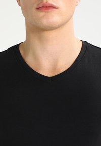 Only & Sons - ONSBASIC SLIM V-NECK - T-shirt - bas - black - 3