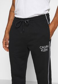 Calvin Klein - TWO TONE LOGO PANT - Tracksuit bottoms - black - 4