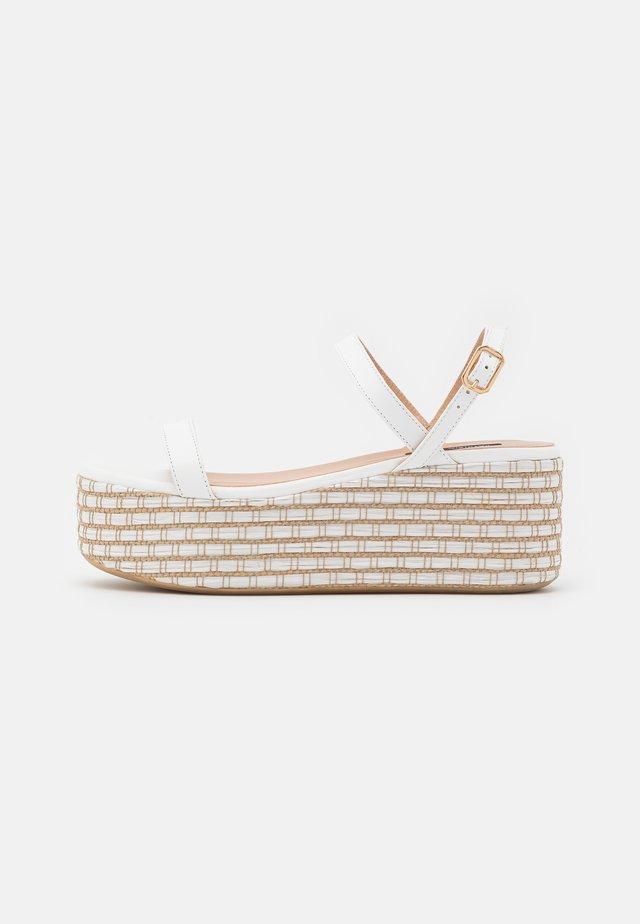 Korkeakorkoiset sandaalit - white/beige