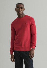 GANT - C NECK - Stickad tröja - rot - 0