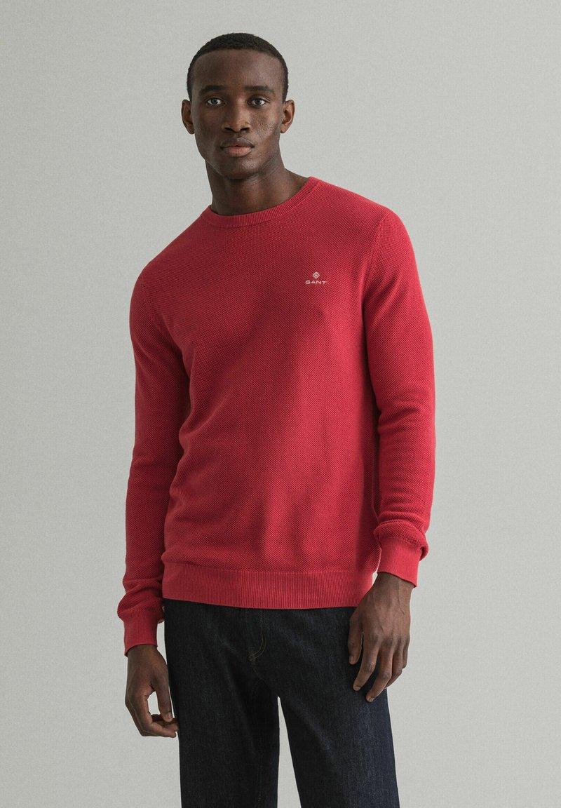 GANT - C NECK - Stickad tröja - rot