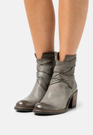 Classic ankle boots - cenere/smoke