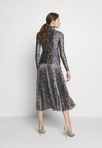 Victoria Victoria Beckham - PLEATED DRESS - Korte jurk - petrol blue/gold - 2