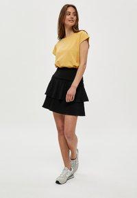 Minus - LETI - Basic T-shirt - cornbutter - 1