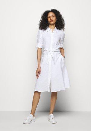 CLASSIC DRESS - Vestido camisero - white