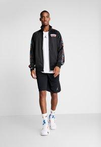 Mitchell & Ness - NBA SAN ANTONIO SPURS TRACK JACKET - Træningsjakker - black - 1