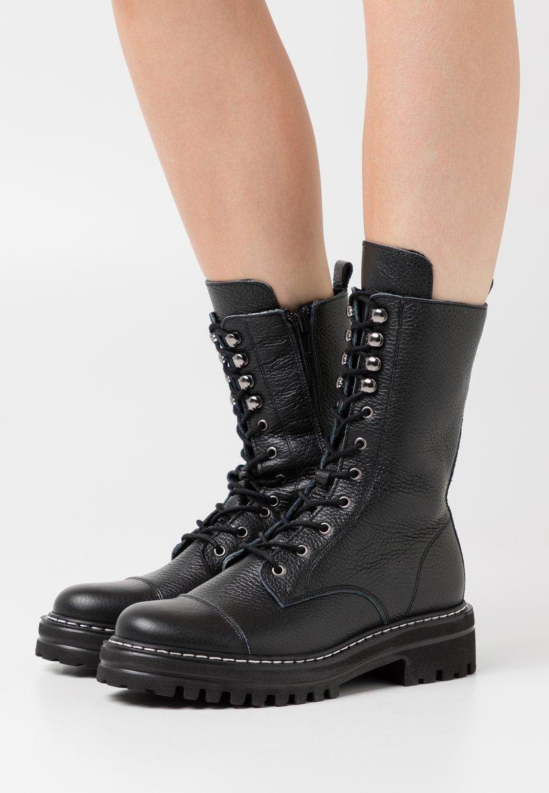 Steven New York - FLORCAP - Šněrovací vysoké boty - black