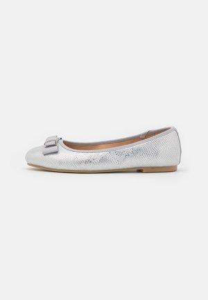 HYRIA - Ballerinaskor - silver
