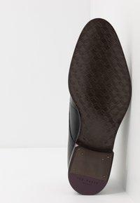 Ted Baker - SUMPSA DERBY SHOE - Smart lace-ups - black - 4