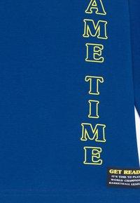 Blue Seven - KIDS GAMING BASKETBALL - Maglietta a manica lunga - royal - 3
