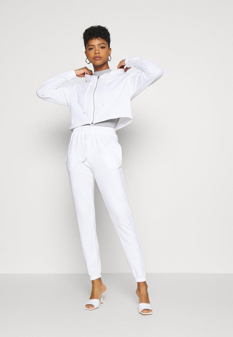 Missguided - CROP ZIP HOODY JOGGER SET - Zip-up hoodie - white