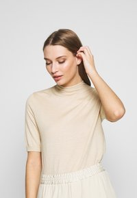 Filippa K - EVELYN - T-shirt basic - ecru - 3