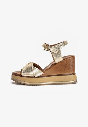 Sandalen met sleehak - gold gld