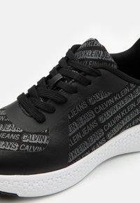Calvin Klein Jeans - ARTAY - Zapatillas - black - 5