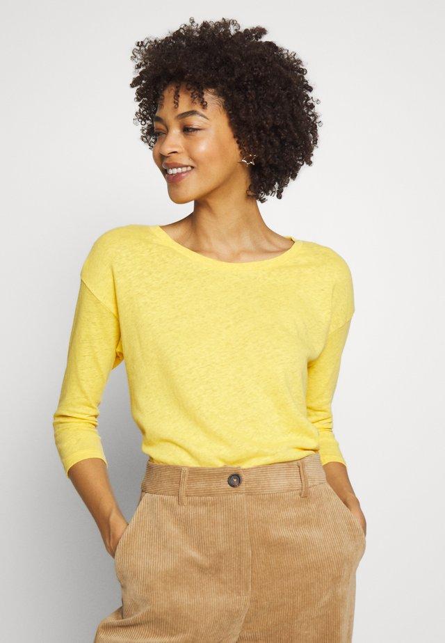 Stickad tröja - yellow