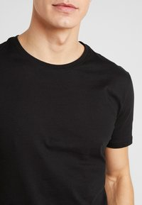 Pier One - 5 PACK - T-shirts basic - black - 5