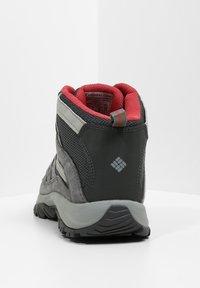 Columbia - MID CRESTWOOD™ MID WATERPROOF - Walking trainers - graphite, daredevil - 4