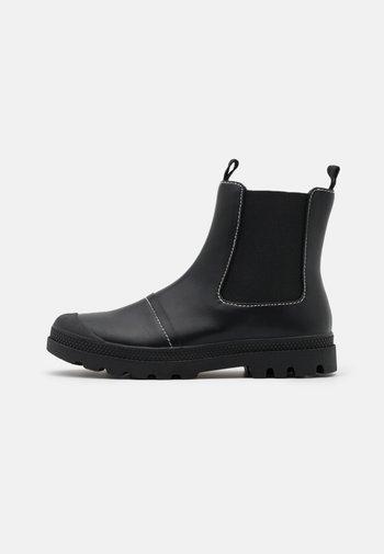 ASTRID LUG SOLE BOOT - Kotníkové boty - black