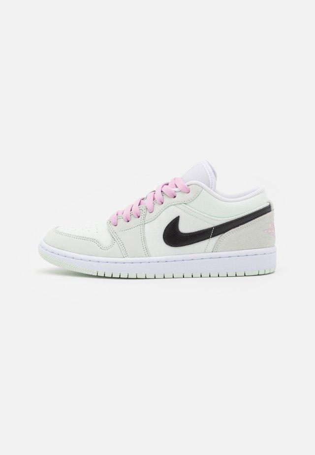 AIR JORDAN 1 SE - Baskets basses - barely green/black/light arctic pink/white