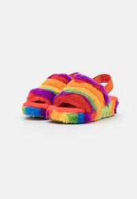 UGG - FLUFF YEAH SLIDE CALI COLLAGE - Domácí obuv - rainbow - 1