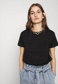 Mavi - BASIC SHORT SLEEVE TOP - Basic T-shirt - black - 5