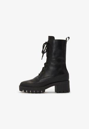 Šněrovací vysoké boty - black uni