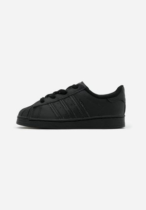 SUPERSTAR SPORTS INSPIRED SHOES - Sneakersy niskie - core black