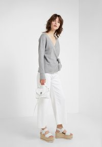 Davida Cashmere - WRAP - Cardigan - light grey - 1