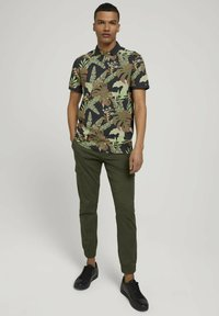 TOM TAILOR DENIM - Polo shirt - tropical monstera leaf print - 1