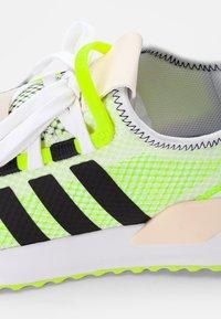 adidas Originals - U PATH RUN - Sneakers basse - white - 5