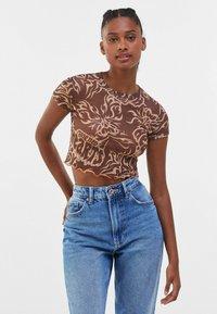 Bershka - SHORT SLEEVE - Print T-shirt - brown - 0
