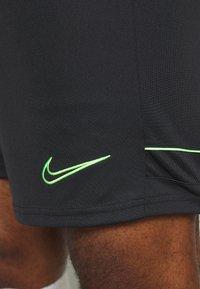 Nike Performance - ACADEMY SHORT - Träningsshorts - black/green strike - 4