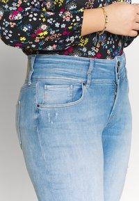 ONLY Carmakoma - CARANNABEL - Jeans Skinny Fit - medium blue denim - 5