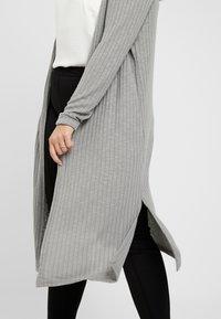 New Look Curves - CARDI - Chaqueta de punto - grey - 4