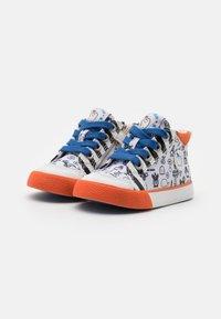Shoo Pom - ZIP BASKET - High-top trainers - white/black/orange - 1