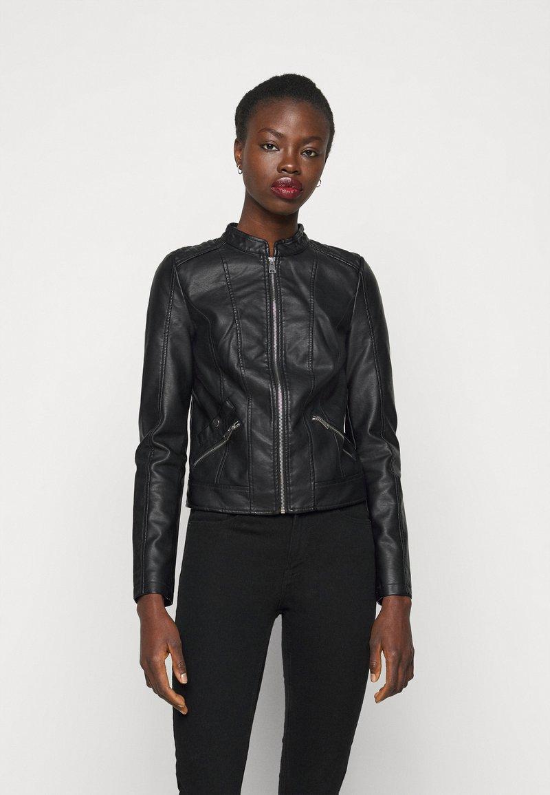 Vero Moda Tall - VMKHLOE FAVO  - Veste en similicuir - black