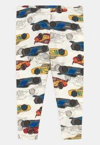 GAP - DISNEY CARS TODDLER UNISEX - Pyjama set - dream milk - 2