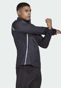 adidas Performance - ADI RUNNER SUPERNOVA RUNNING - Chaqueta de entrenamiento - black - 3