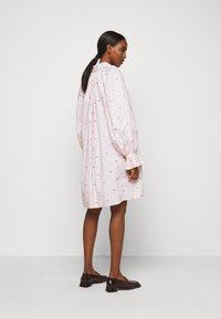 Victoria Victoria Beckham - LIPS PRAIRIE DRESS - Day dress - pink - 2